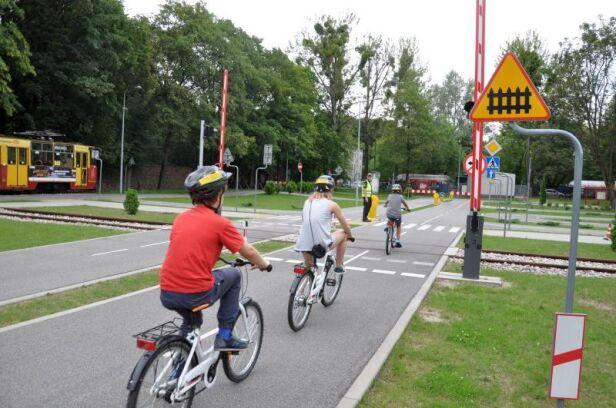 Straż miejska edukuje rowerzystów straż miejska