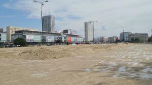 """W centrum stolicy powstaje plaża. """"Wysypią 1000 ton piasku"""""""