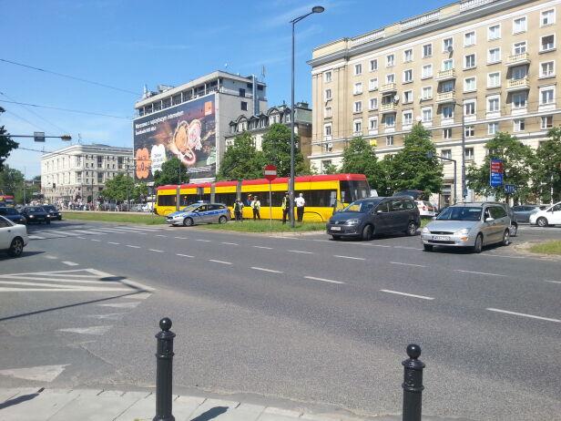 Wstrzymany ruch tramwajów na Jana Pawła II Andrzej Rejnson / tvnwarszawa.pl