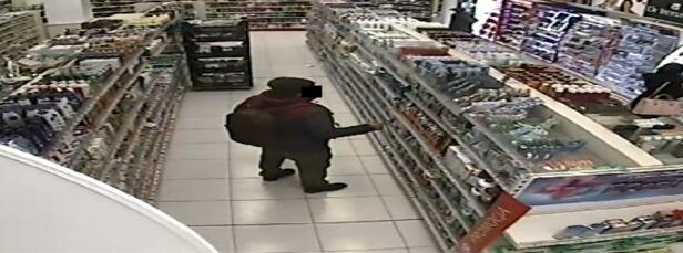 Podejrzany o kradzieże sklepowe Monitoring sklepu
