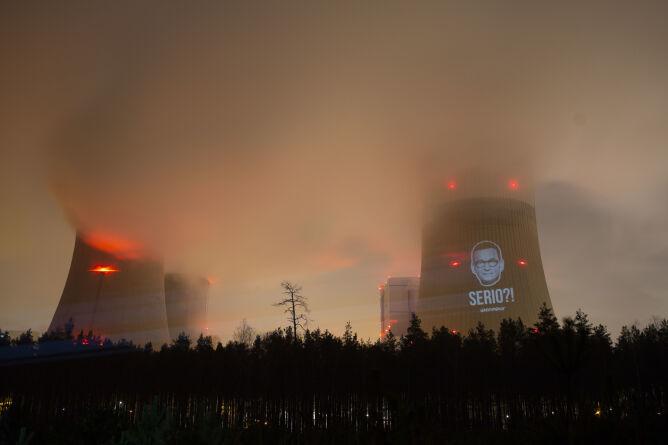 Wizerunek premiera wyświetlono w Bełchatowie (Flickr.com/Greenpeace Polska (CC BY-ND 2.0)