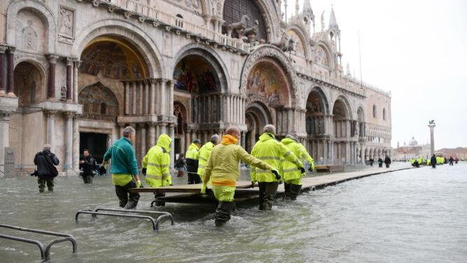 Włochy wyślą listy do swoich ambasad. <br />Apel do świata o pomoc dla Wenecji