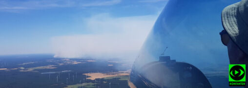 Kłęby dymu nad berlińskim lasem. Nagrania z pokładu szybowca