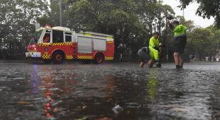 Nawałnice przeszły nad Sydney (PAP/EPA/DARREN PATEMAN, DEAN LEWINS)