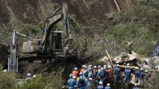 Rośnie tragiczny bilans trzęsienia ziemi. Ponad 130 wstrząsów wtórnych